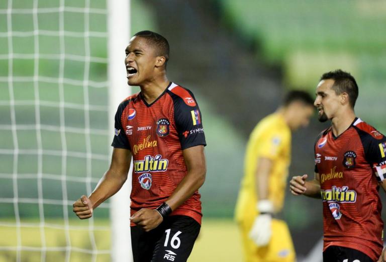 Caracas FC remontó ante Libertad en el Olímpico